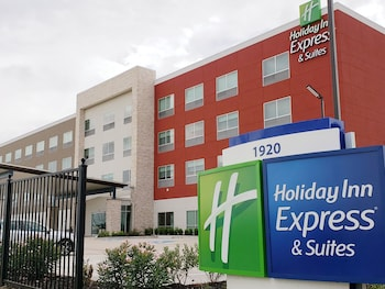 Picture of Holiday Inn Express & Suites Houston IAH - Beltway 8 in Houston