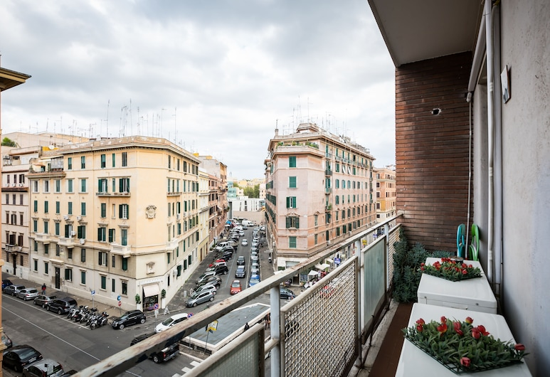 B&B RomAnticaRoma Holidays, Rome, Double Room, Shared Bathroom, Balcony