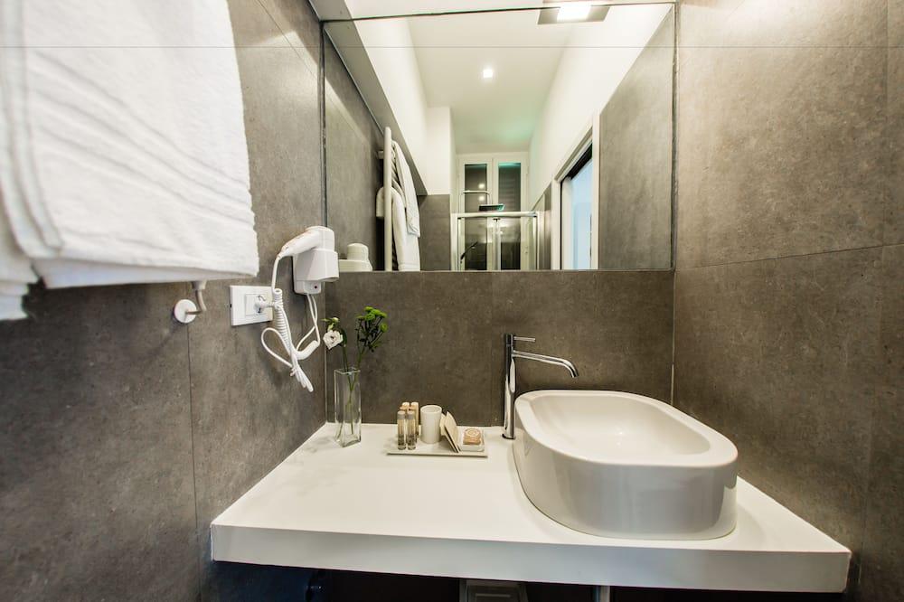 חדר דה-לוקס זוגי, חדר שינה אחד, חדר רחצה פרטי - חדר רחצה