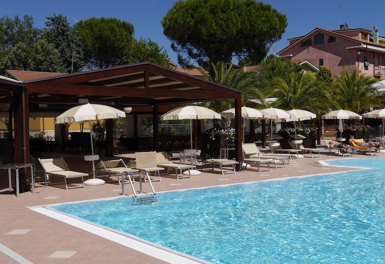 拉坎堤內拉飯店, 奧斯特拉, 游泳池