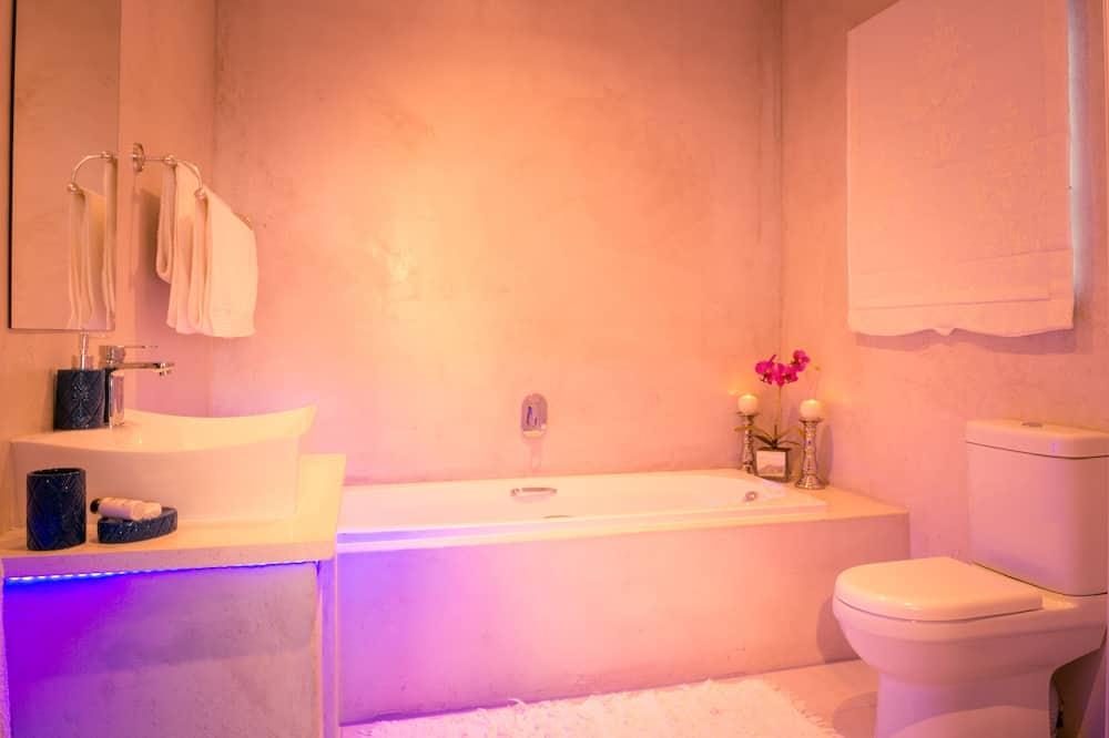 Habitación de lujo con 1 cama doble o 2 individuales, 1 cama de matrimonio grande, balcón - Cuarto de baño