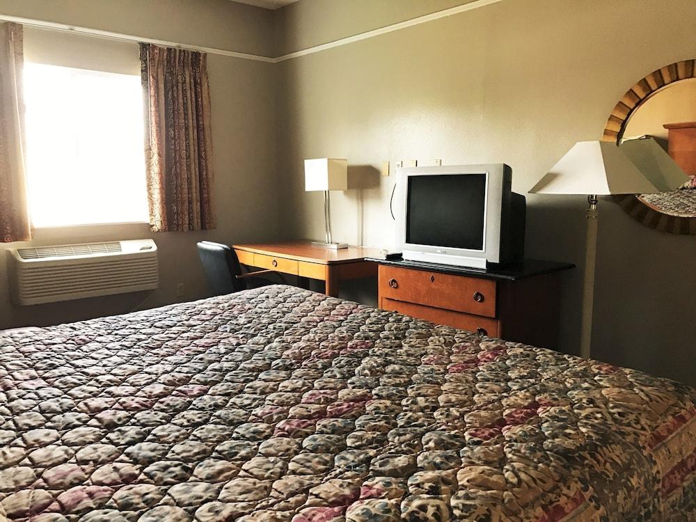 ... Bella Vista Inn U0026 Suites, Grand Prairie, Room, 1 King Bed, Smoking ...