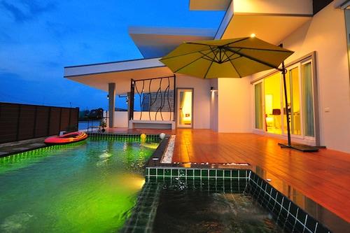 吉拉泳池別墅飯店/