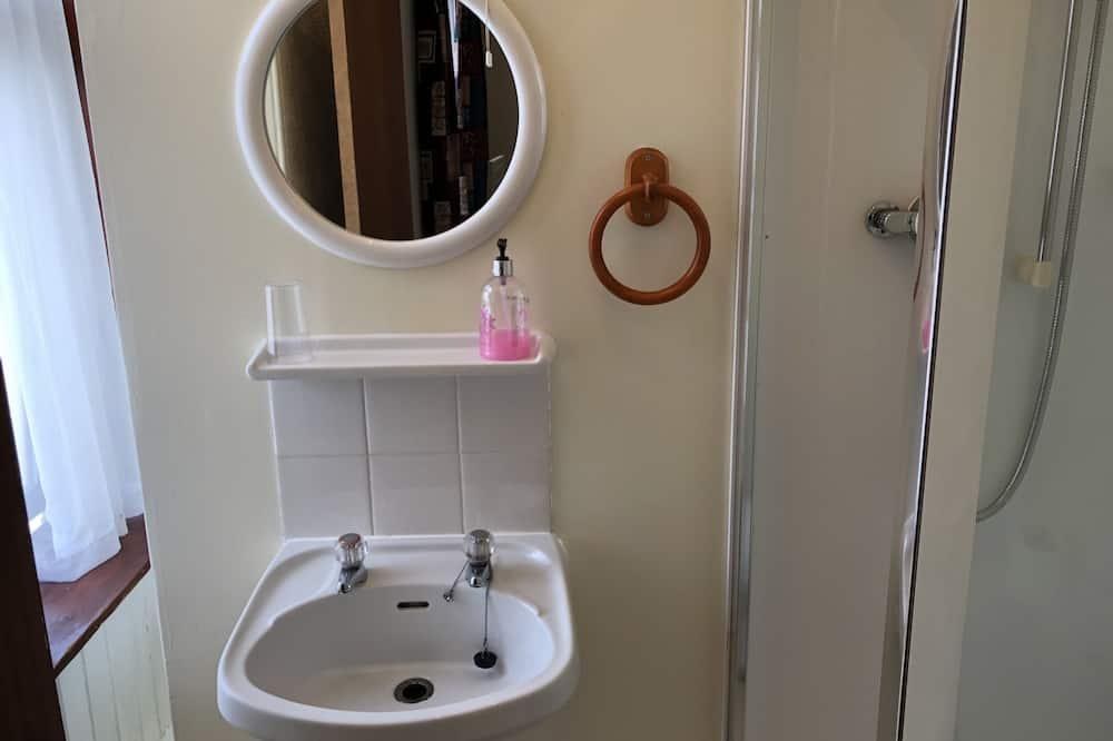 Family Üç Kişilik Oda - Banyo