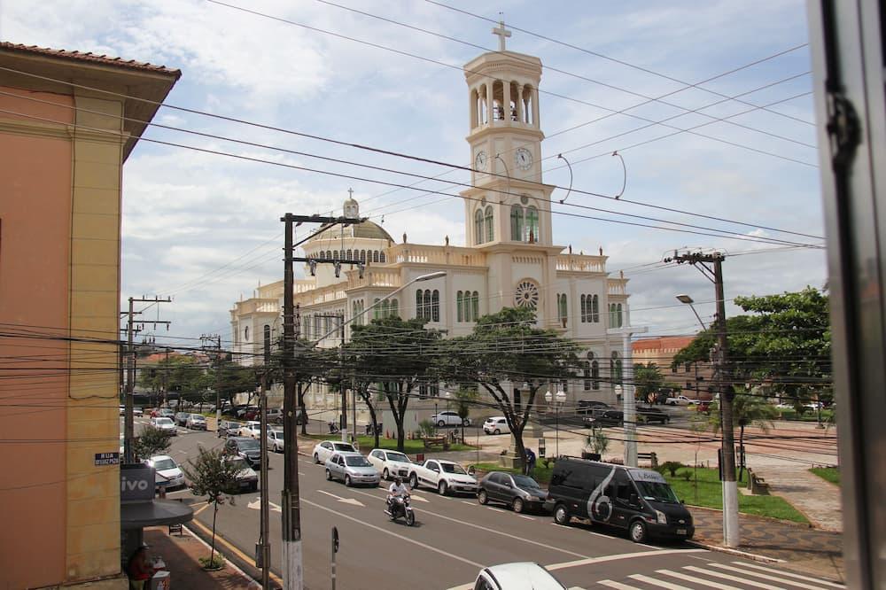 Luxury Room - Street View