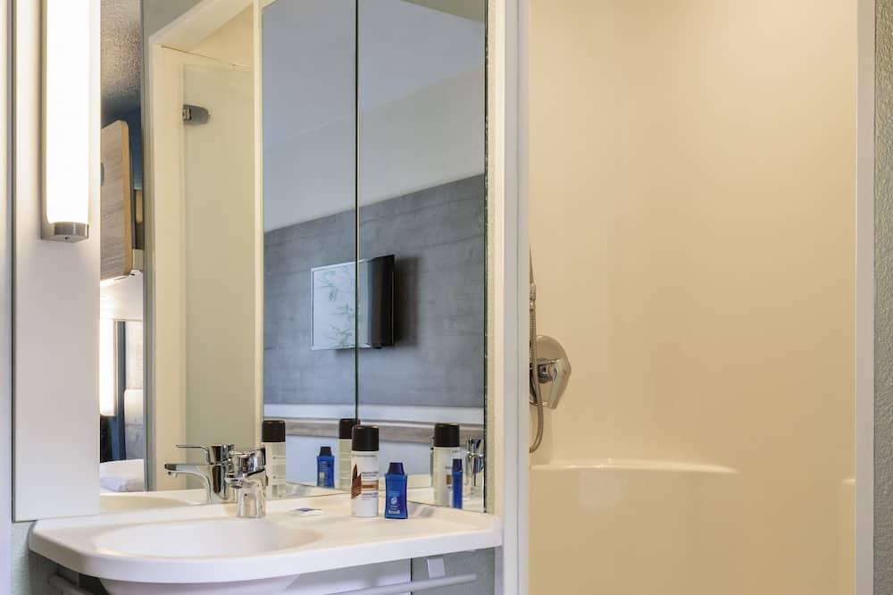 Chambre avec lits jumeaux, 2 lits une place - Salle de bain