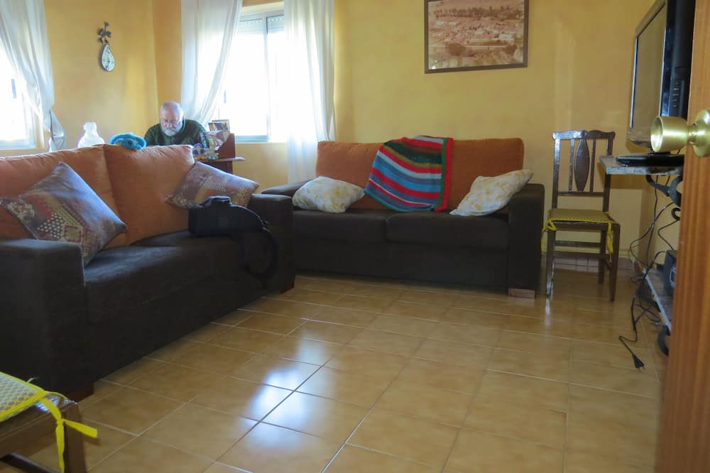 Traditional House, 3 Bedrooms - Living Room
