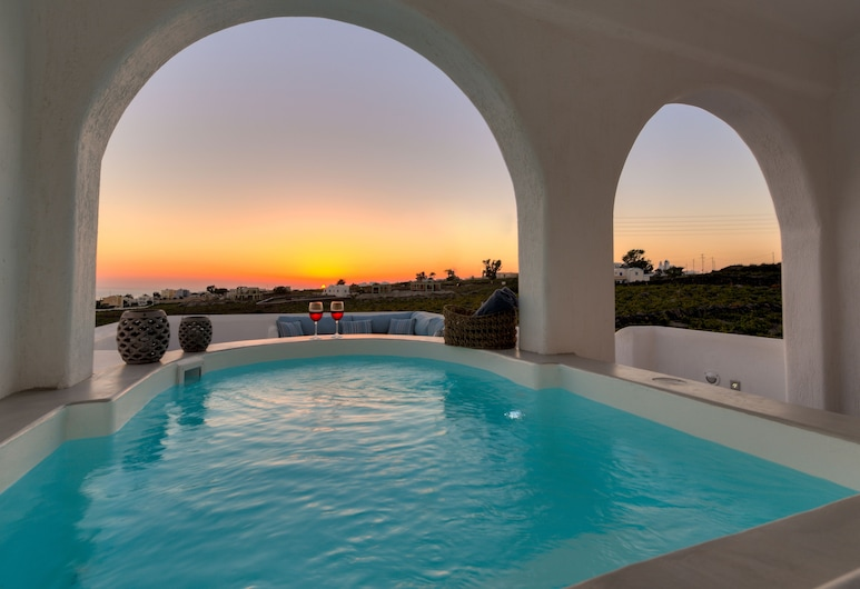 Blanca Luxury Villa, Santorini, Outdoor Spa Tub
