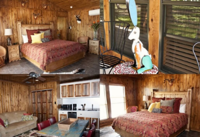 Live Oaks Bed and Breakfast, Uvalde, Superior Cabin, Private Bathroom (The Lodge), Guest Room