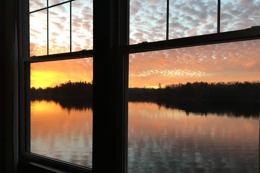 Kamar, 2 Tempat Tidur Queen, pemandangan danau, tepi danau - Pemandangan dari Hotel