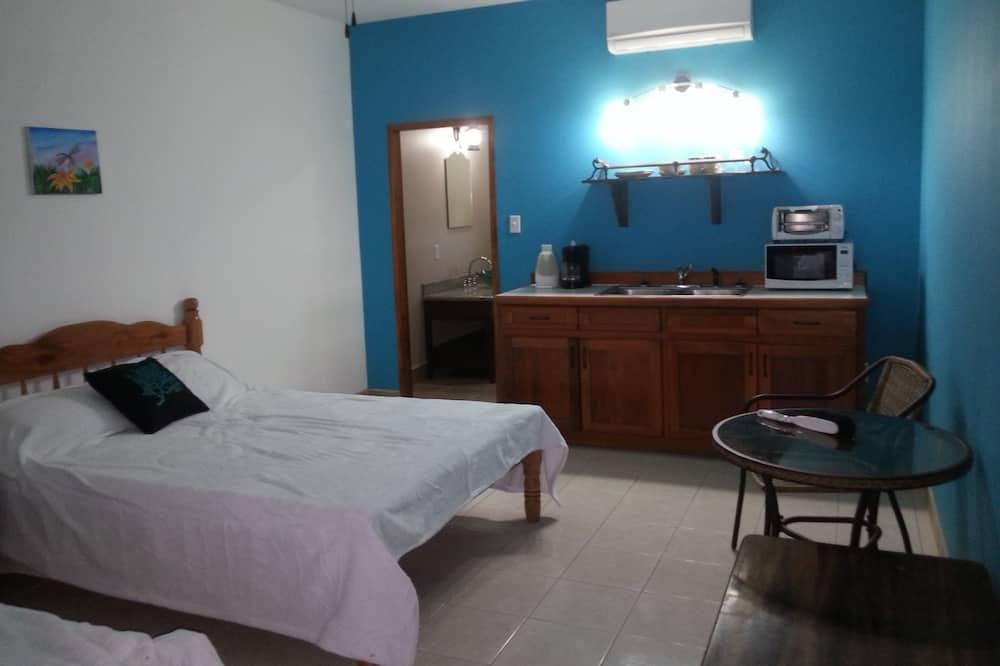 Deluxe Suite, 2 Double Beds, Garden View - Living Area