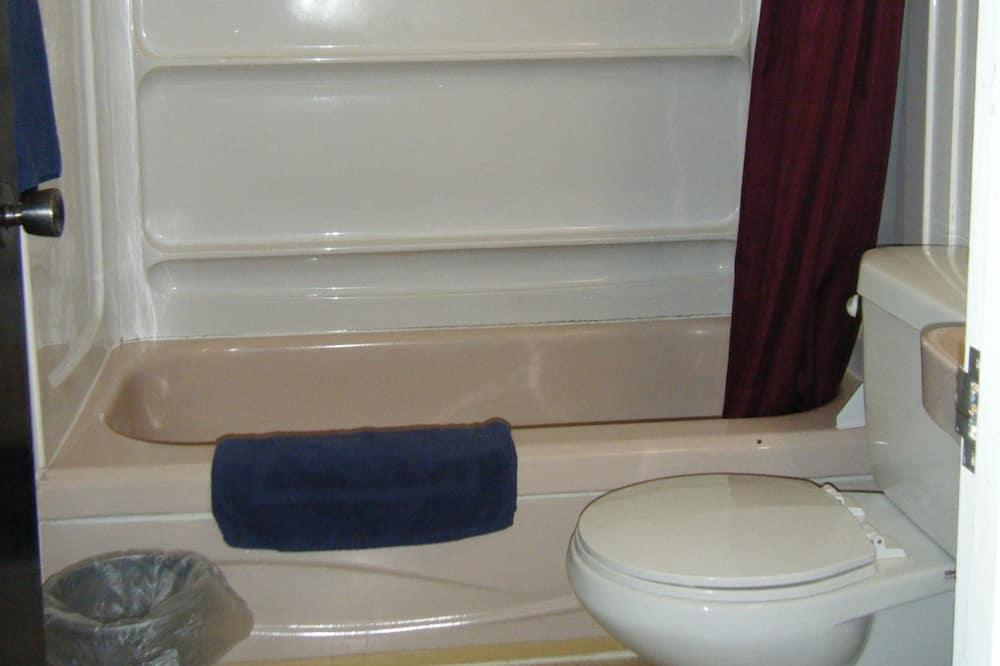 Habitación estándar, 1 cama doble, refrigerador y microondas - Baño