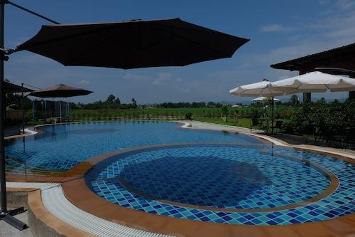 瑪琳姆別墅泳池飯店/