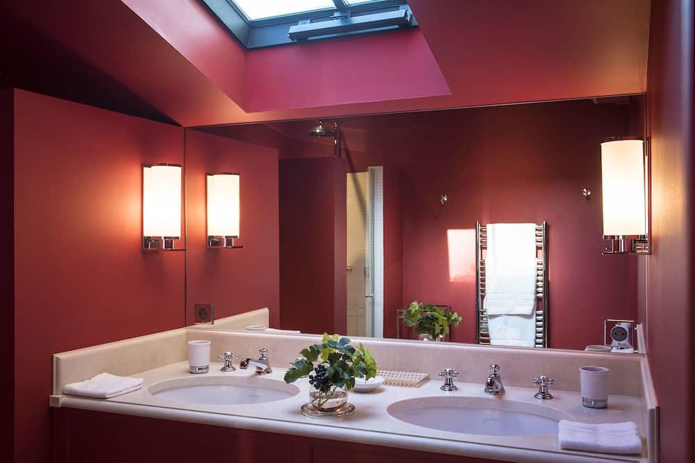 Double Room (Camille) - Bathroom