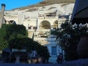 Picture of Lalezar Cave Hotel in Nevsehir