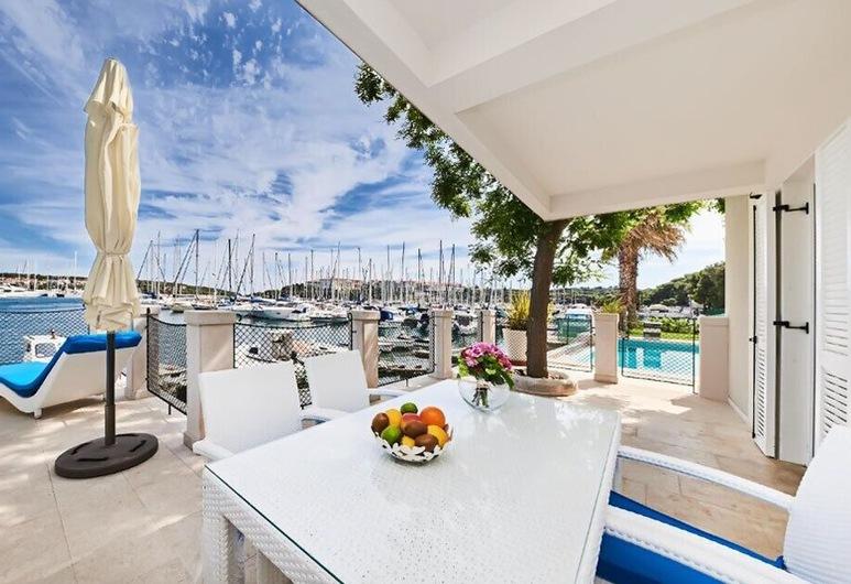 Ribarska Koliba Resort, Pula, Apartment, Balkon, Meerblick, Terrasse/Patio