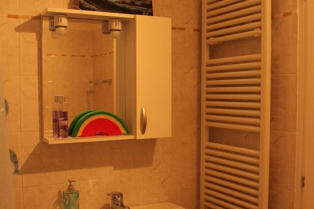 Двухместный номер с 1 двуспальной кроватью, общая ванная комната, вид на сад - Ванная комната