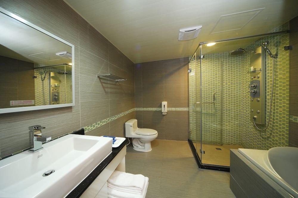 Štandardná štvorposteľová izba - Kúpeľňa