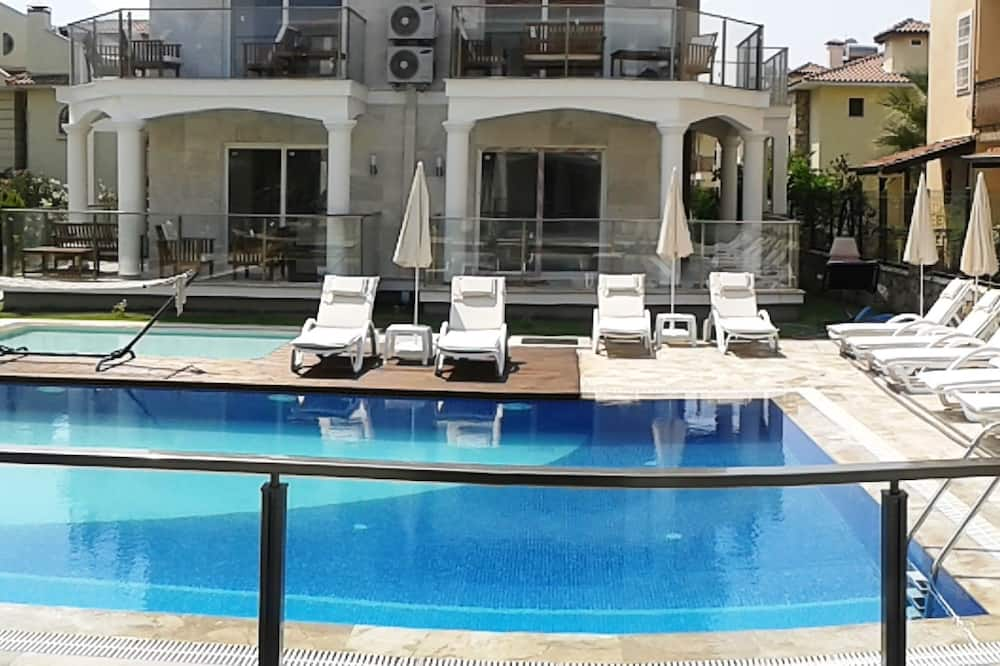 Superior Apartment, 2 Bedrooms - Outdoor Pool