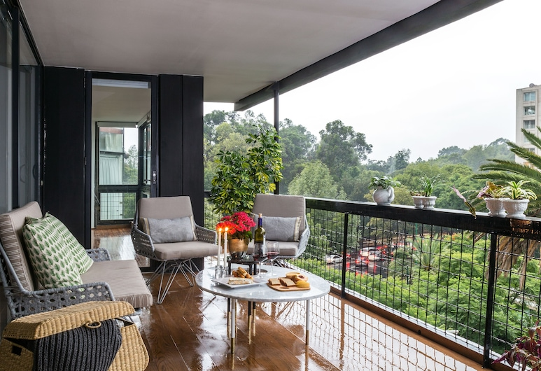 "THE LOCAL WAY, POLANCO. Spencer, ""Siqueiros Dream"", Mexico City, Exclusive Apartment, 3 Bedrooms, Concierge Service, Terrace/Patio"