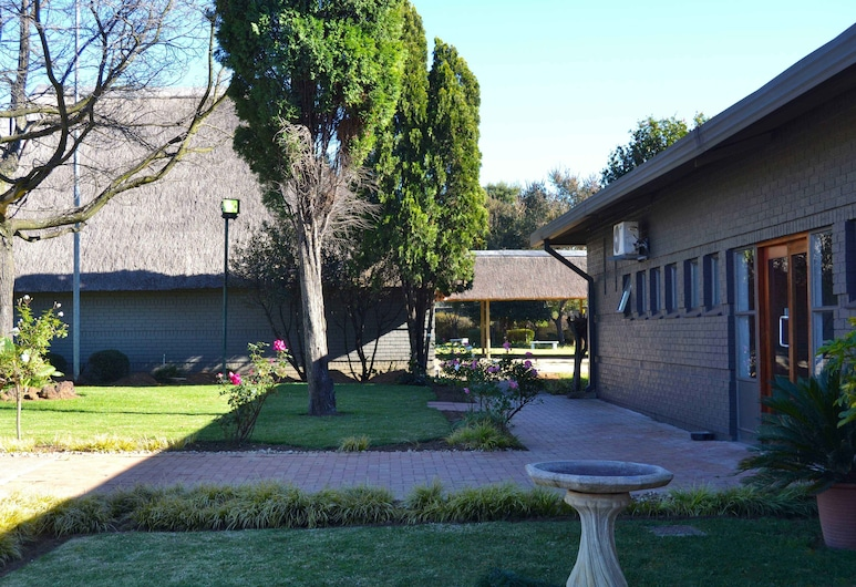 Outlook Lodge OR Tambo, Kempton Park, Сад