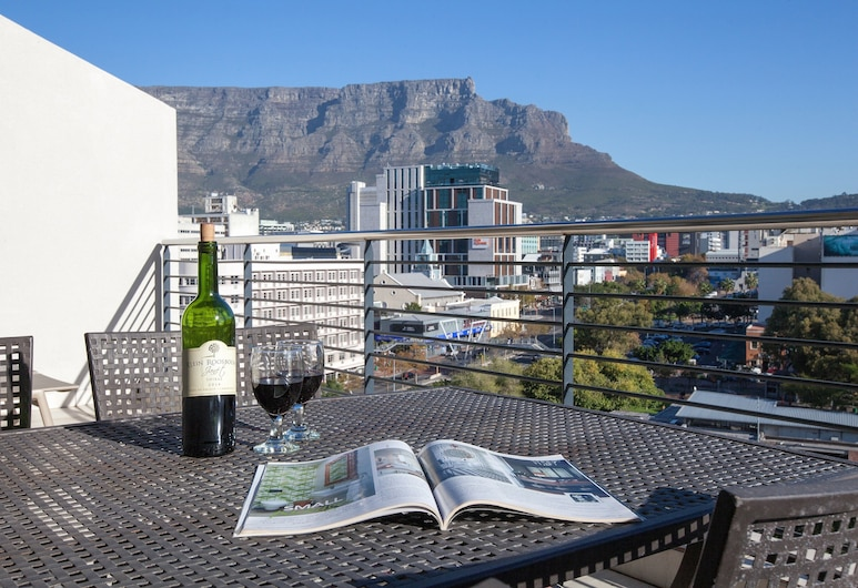 Quayside 1007 by CTHA, Cape Town