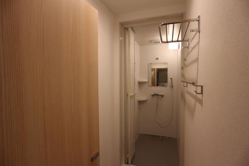 Private Room, Shared Bathroom (1-4 guests) - Bathroom