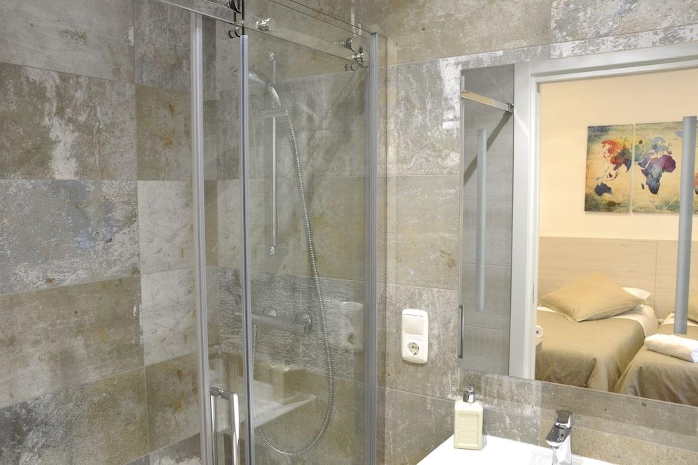 Camera Comfort con letto matrimoniale o 2 letti singoli, bagno privato, vista città - Bagno