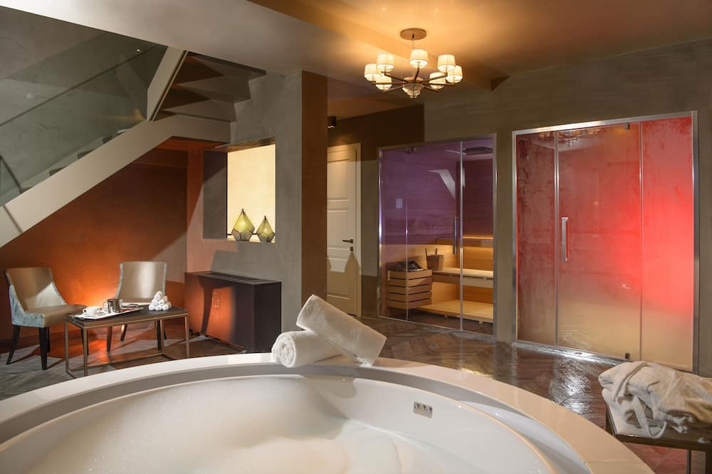 Luxury Suite (Private SPA) - Private spa tub
