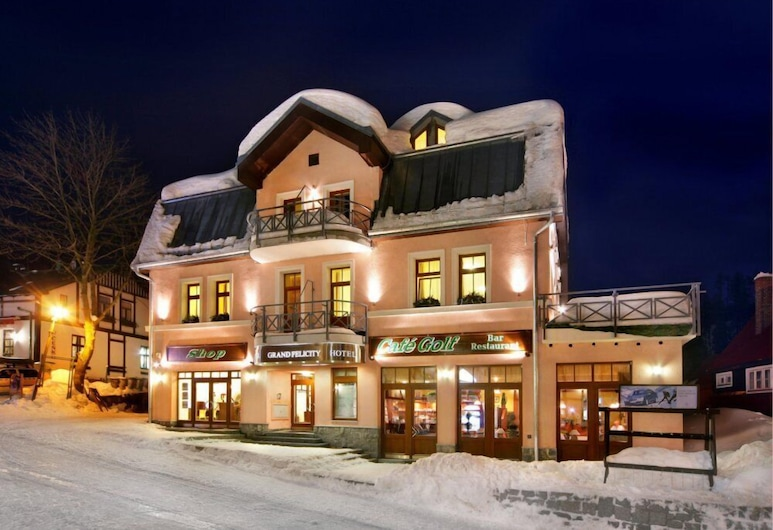 Hotel Grand, Spindleruv Mlyn, Hotellets facade - aften/nat