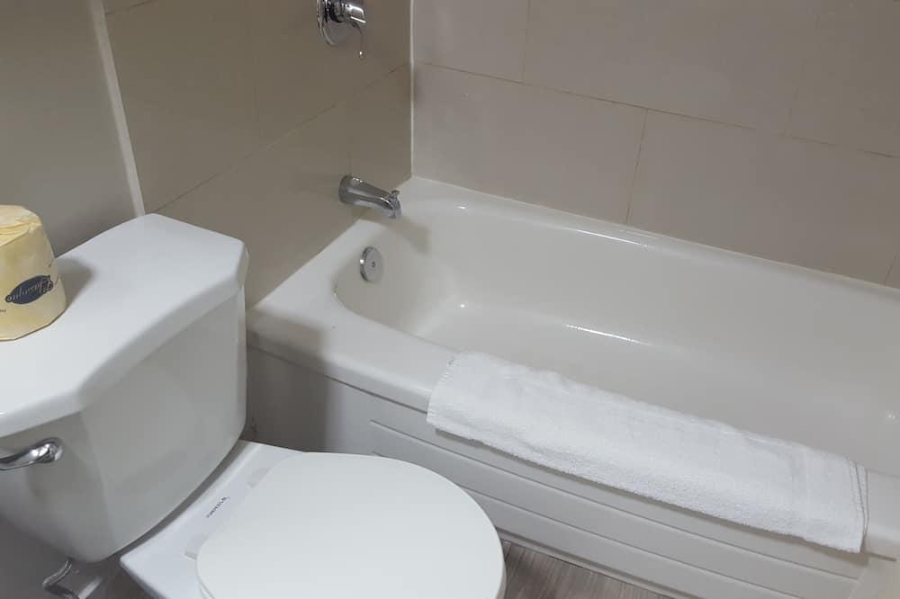 Habitación estándar, 2 camas Queen size, para fumadores - Baño