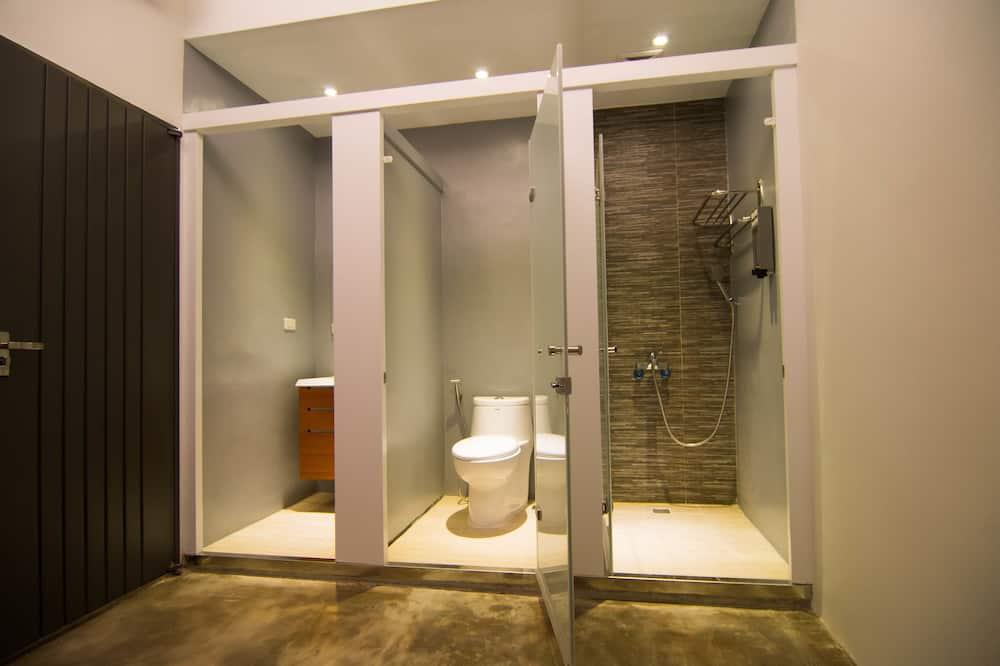 Ekonominės klasės keturvietis kambarys - Vonios kambarys