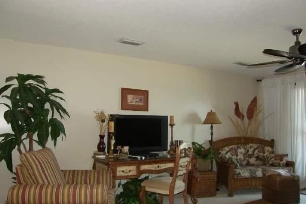 Apartment, 2 Bedrooms, Sea View, Sea Facing - Living Area