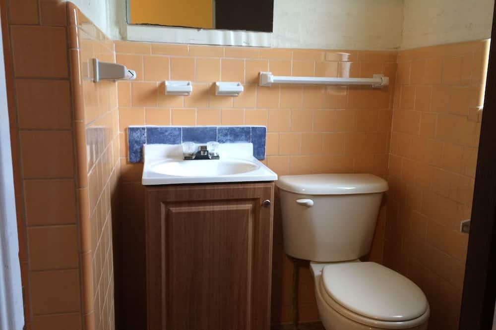 Basic Room, Refrigerator & Microwave - Bathroom