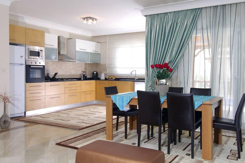 וילה - אזור אוכל בחדר