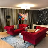 Standard Apartment, 3 Bedrooms, Kitchen, City View - Living Area