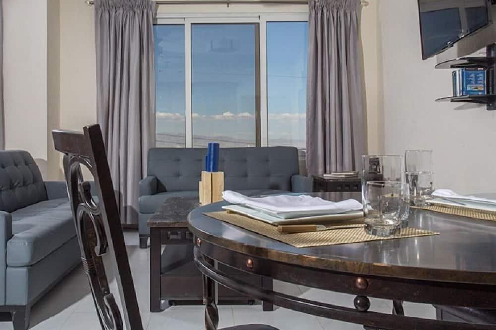 Liukso klasės apartamentai, vaizdas į miestą - Vakarienės kambaryje