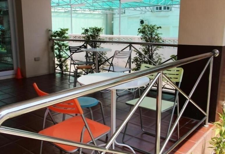 Baan Vor Sumongkol Services Apartment, Khon Kaen, Balkong