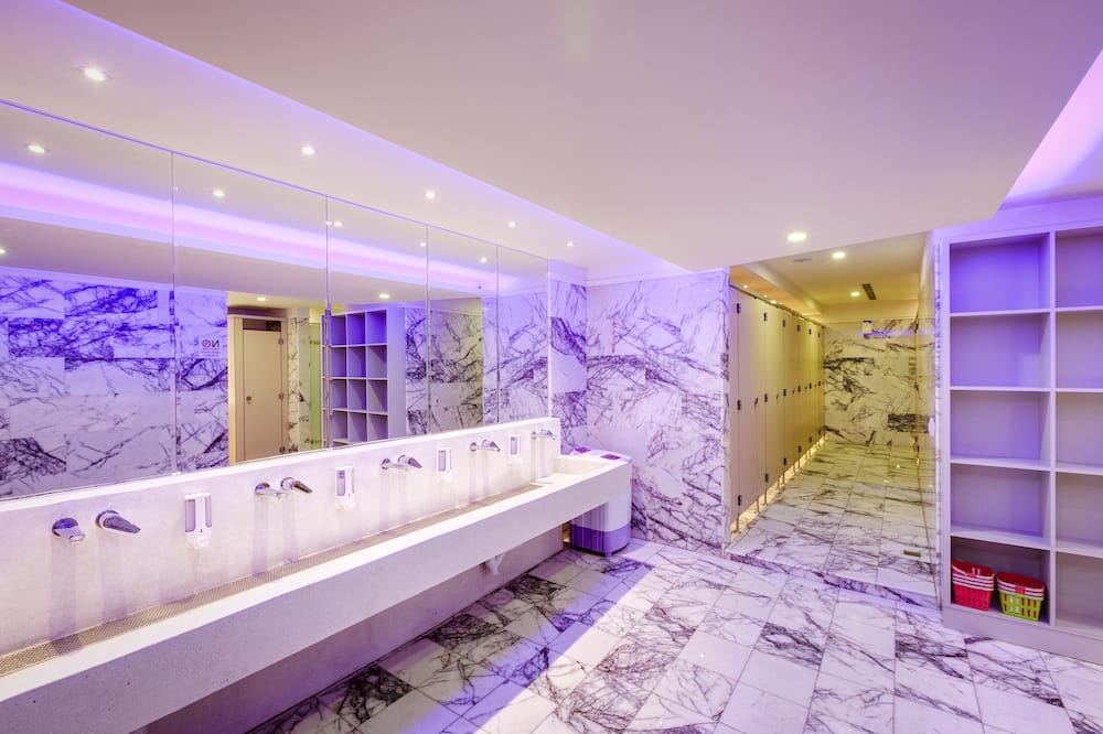 Shared Dormitory, Women only, Shared Bathroom - Bilik mandi