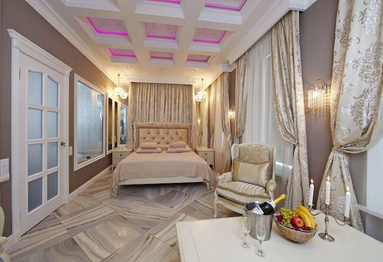 Premium, St. Petersburg, Suite, Jetted Tub, Guest Room
