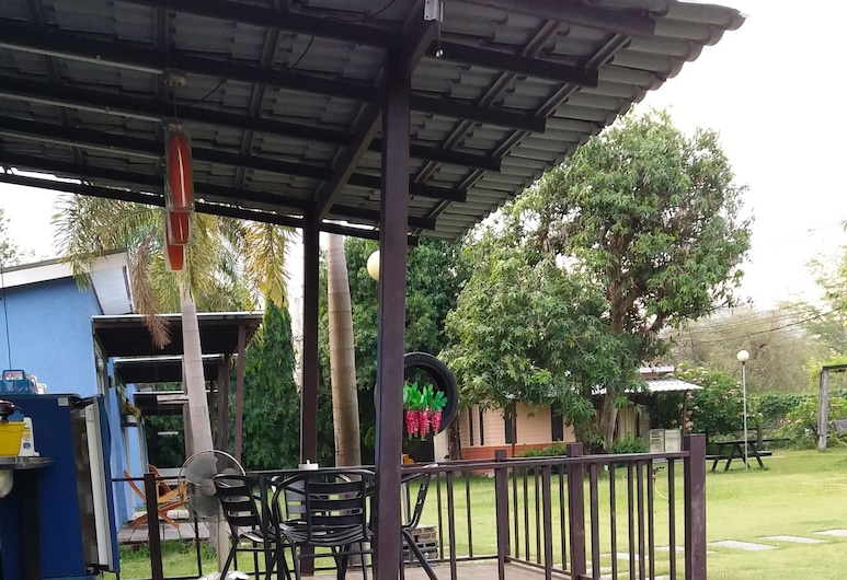 Levee Camp, Nakhon Nayok, Family for 8, Guest Room