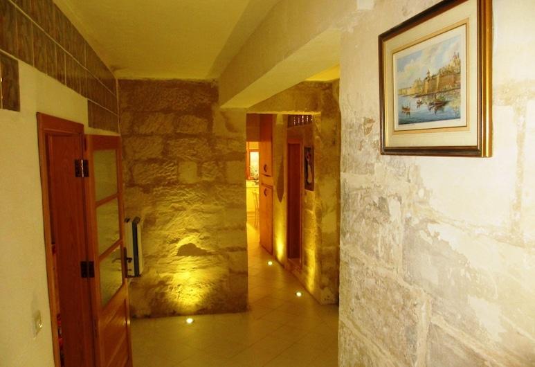 Charming flat near the Sea, Sliema, Interior Entrance
