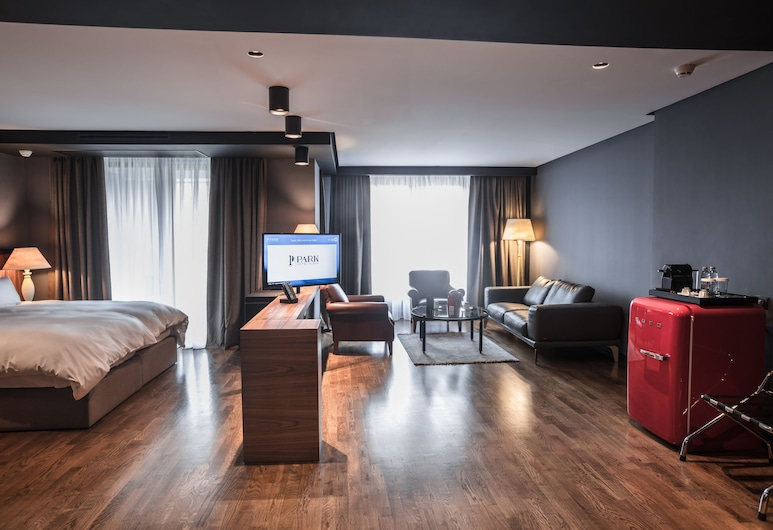 Park Hotel & Spa, Skopje, Executive suite (Fabulous) with Arena view , Herbergi