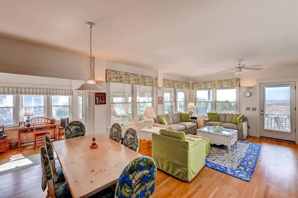 Family House, 2 Bedrooms, Ocean View, Sea Facing - Living Area