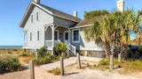 Picture of Captain Charlie s 1 3 Bedroom Holiday Home By Bald Head Island in Bald Head Island