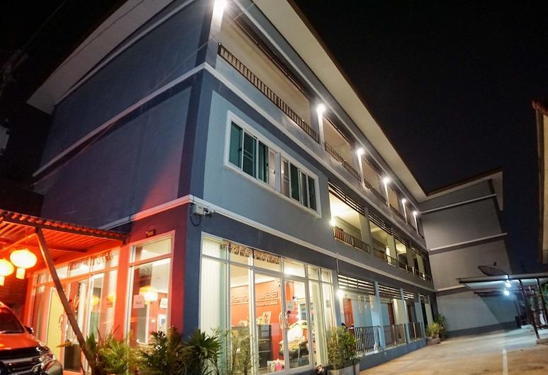 Weerawadee Place, Khon Kaen, Hotellets front – kveld/natt