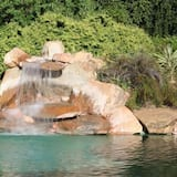 Waterval in zwembad