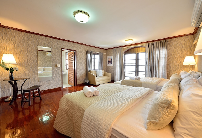 Lost and Found Bed and Breakfast, Bangkok, Deluxe Family with Private Bathroom, Guest Room