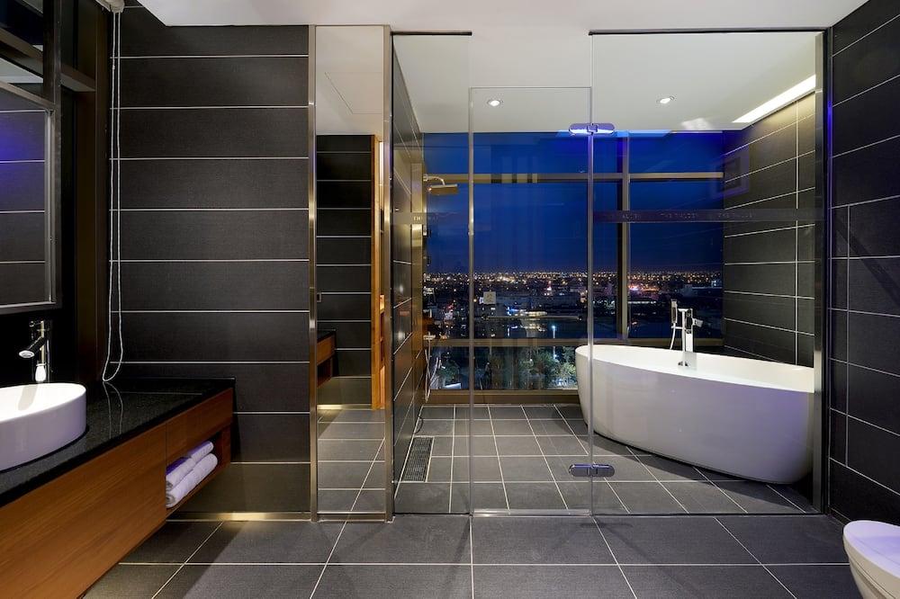Phòng đôi hoặc 2 giường đơn Deluxe - Phòng tắm