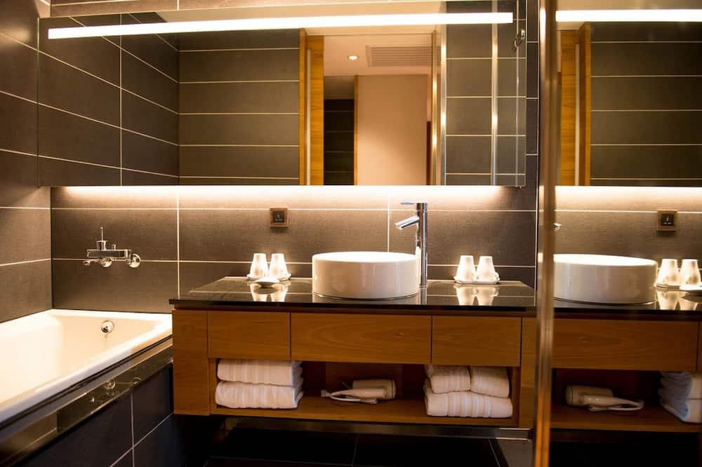 Phòng 4 Elite, 2 giường đôi - Phòng tắm